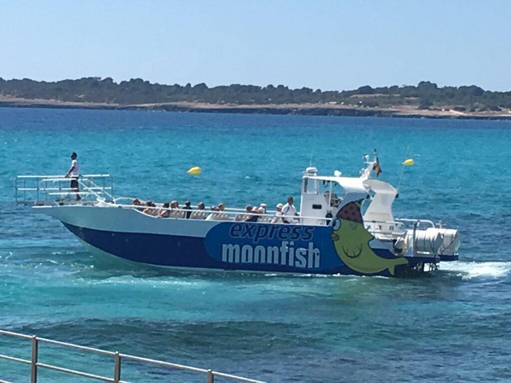 Bådtur på Mallorca, en af årets populære charterferier (Foto: ferieogborn.dk)
