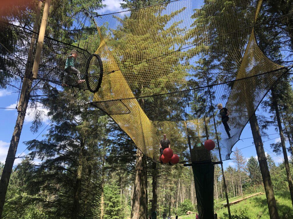 Boldleg i 5 meters højde i WOW Park