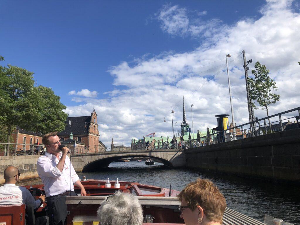 Engageret i guide på Kanalrundfart i København