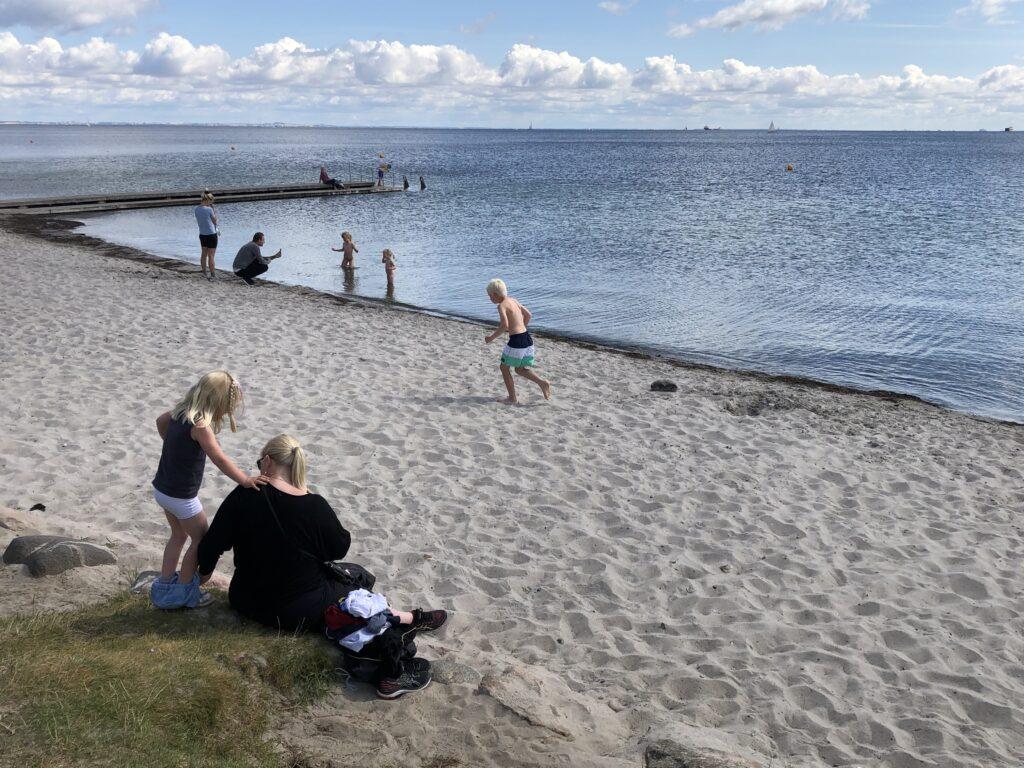Charlottenlund Strandpark på en sommerdag