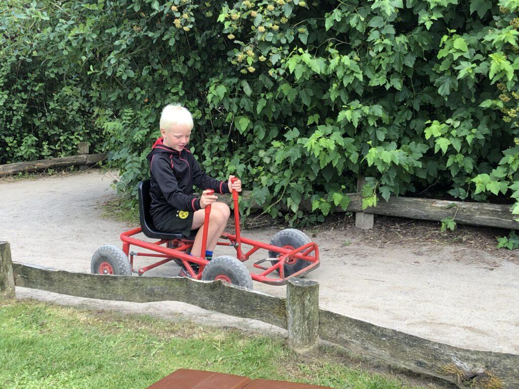 Fuld fart på Mooncar-banen (Foto: Ferie og Børn)