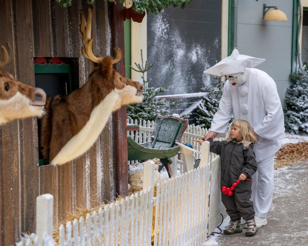 Jul på Bakken med Pjerrot (Foto: Dyrehavsbakken)