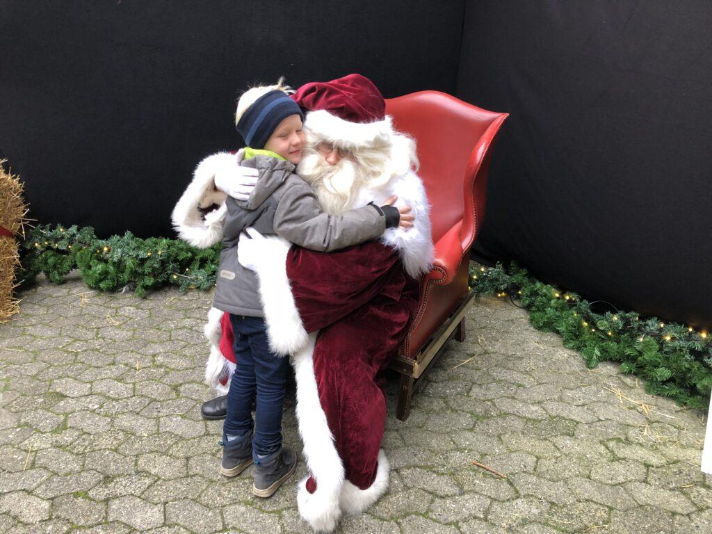 Ønskelisten afleveres til julemanden (Foto: Ferieogbørn.dk)