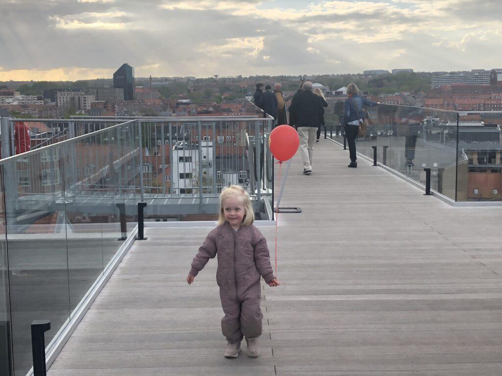 Nyd udsigten fra Sallling Rooftop i Aarhus (Foto: FerieogBørn.dk)