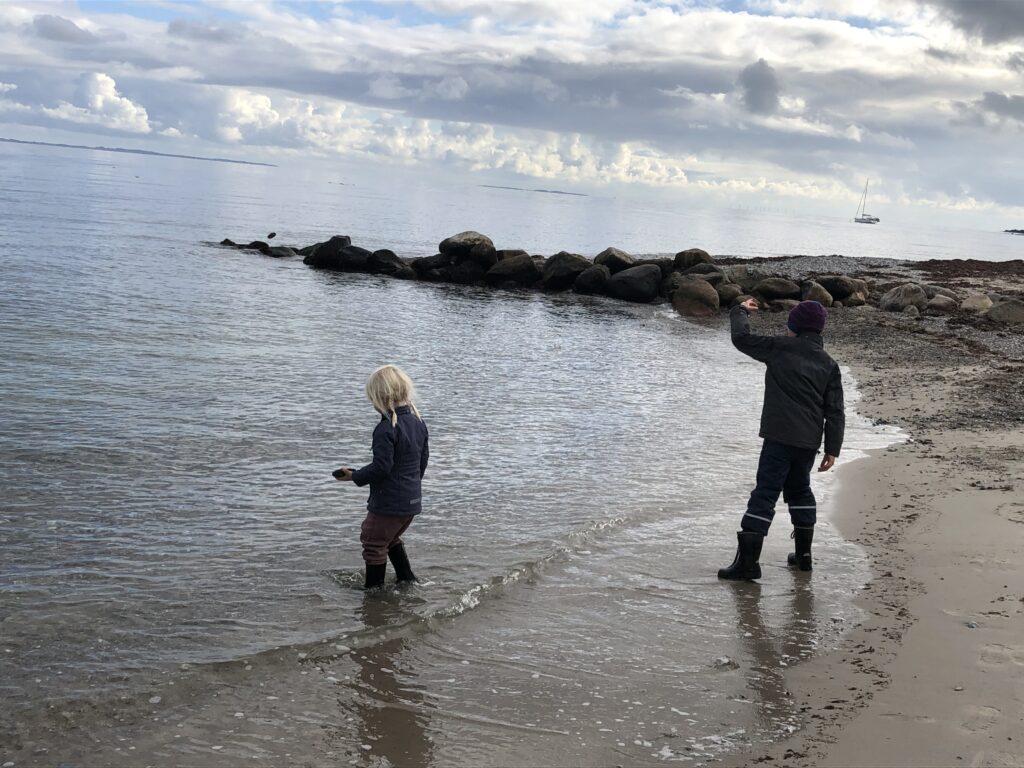 Moesgaard Strand - En seværdighed i Aarhus (Foto: Ferie og Børn)