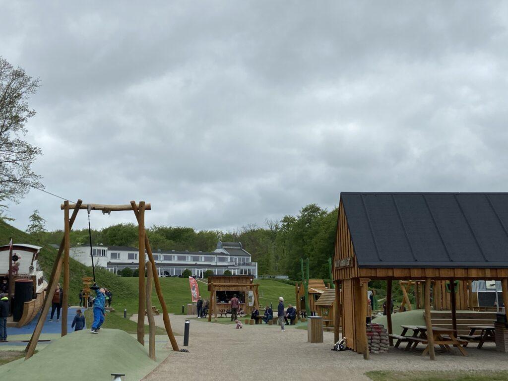 Gode forhold på legepladsen i Juelsminde (Foto: Ferieogborn.dk)