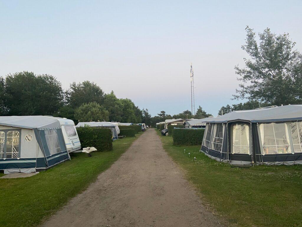 God plads på Hasmark Strand Camping (Foto: Ferieogborn.dk)